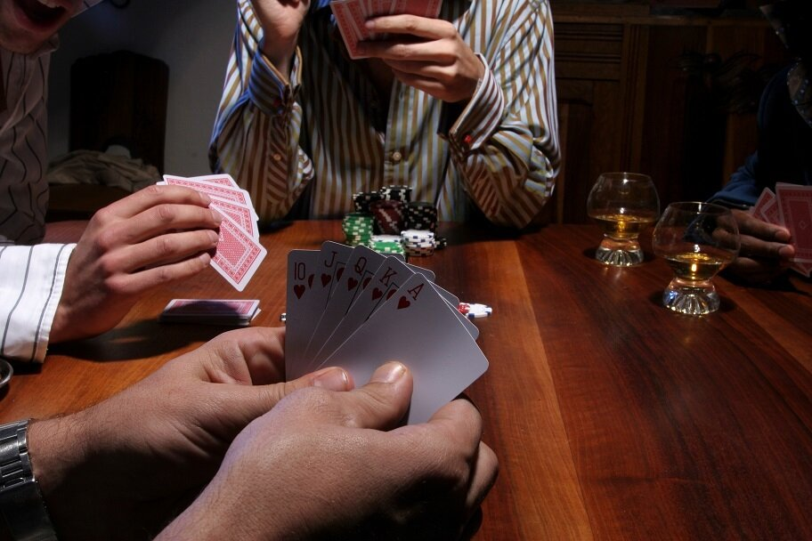 https://www.gambleonline.co/app/uploads/2012/08/poker-home-game-1.jpg