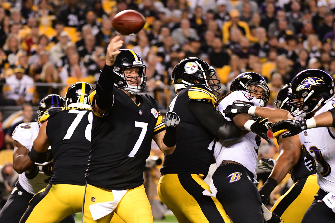 Ben Roethlisberger throwing a pass against the Ravens