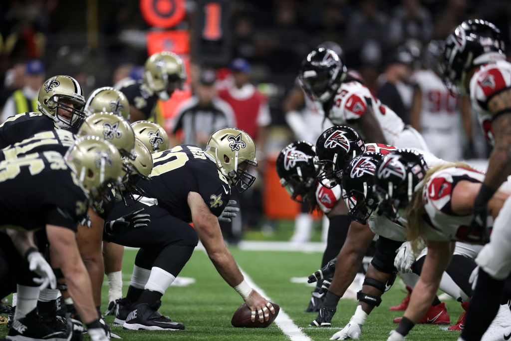 Line of scrimmage right before a play between Atlanta Falcons and New Orleans Saints
