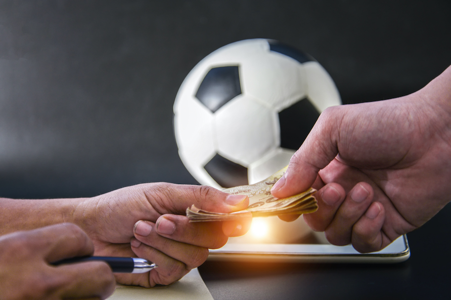 hands trading money to bet on sports