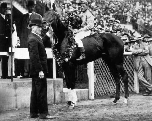 donerail 1913 kentucky derby hitam dan putih