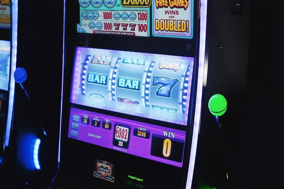 https://www.gambleonline.co/app/uploads/2020/07/slot-machine-vlt-1.jpg