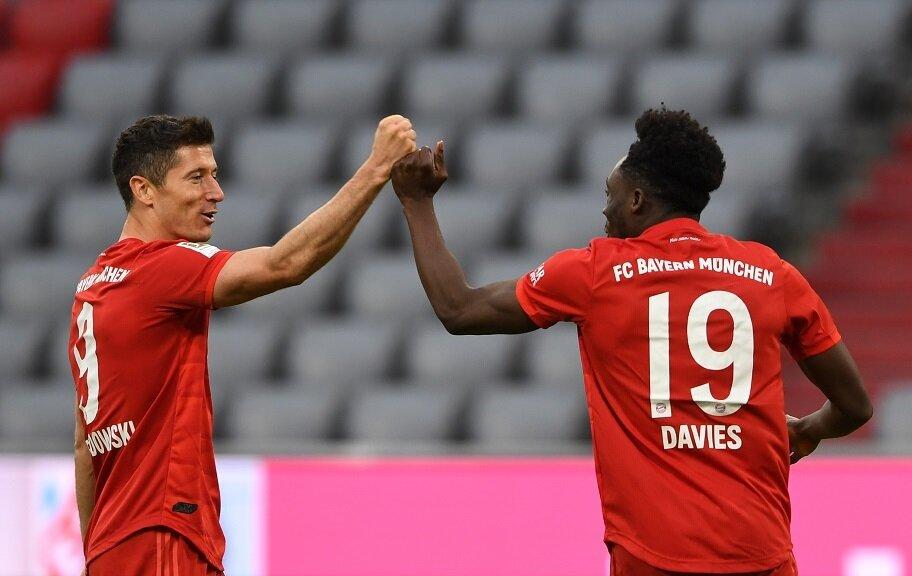https://www.gambleonline.co/app/uploads/2020/08/Robert-Lewandowski-Alphonso-Davies-Bayern-Munich-2020-Champions-League-Final-1.jpg