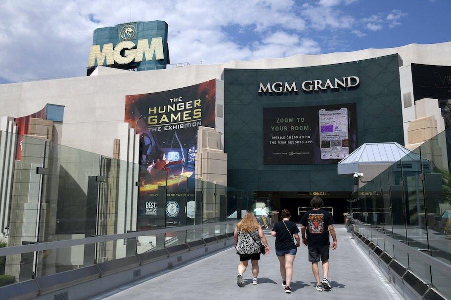 mgm casino resort and las vegas, mass layoffs amid coronavirus