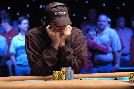 phil hellmuth concentrating at wsop