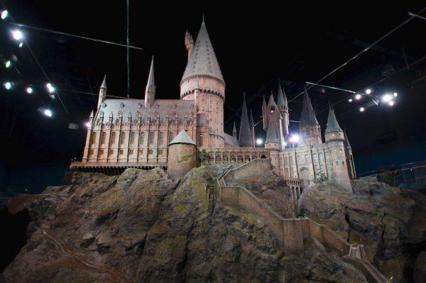 Model kastil Hogwarts dari serial film Harry Potter