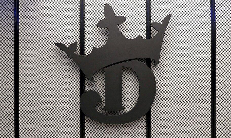 gambar logo di dinding kantor