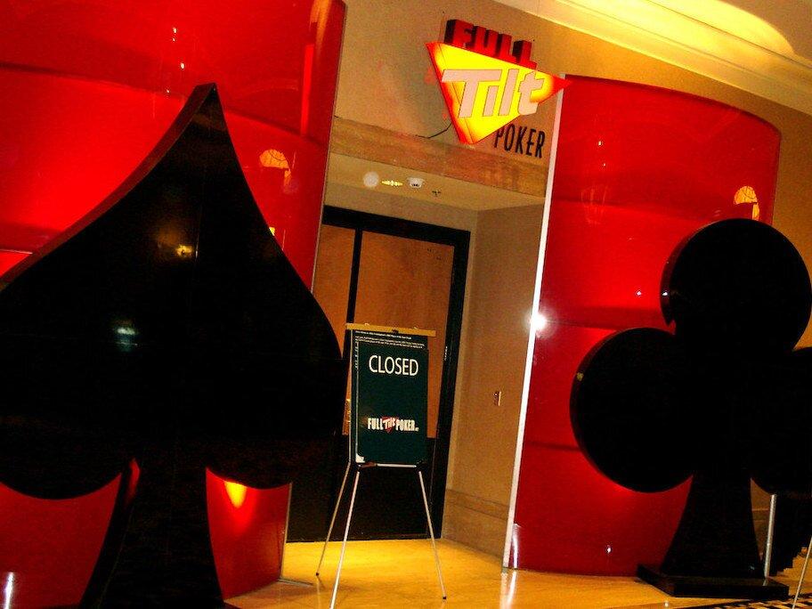 poker full tilt dengan tanda tertutup di depan pintu
