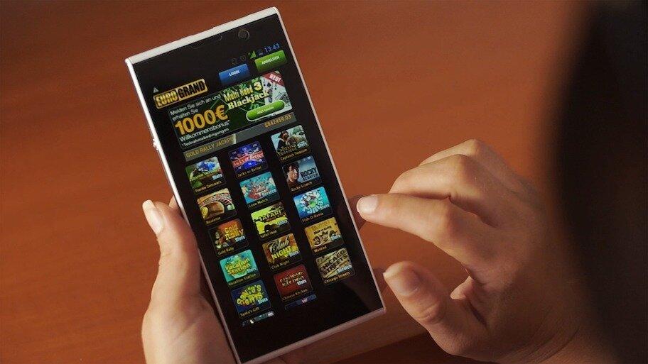 aplikasi game di ponsel