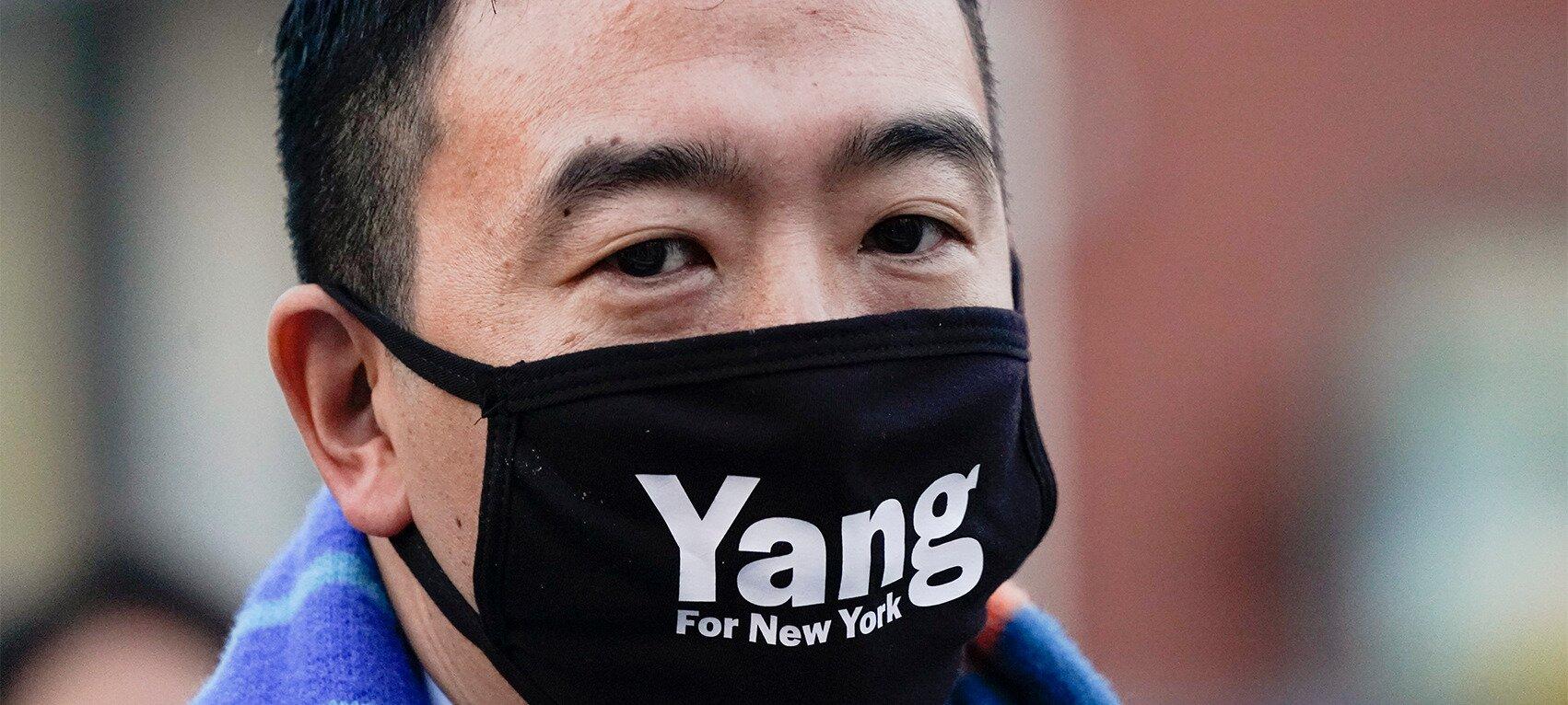 https://www.gambleonline.co/app/uploads/2021/02/weekly-casino-news-andrew-yang-wears-yang-face-mask.jpg