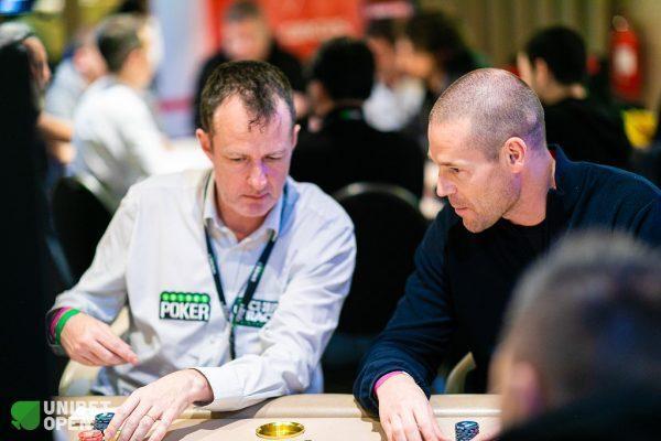 Dara O'Kearney playing poker with Patrik Antonius