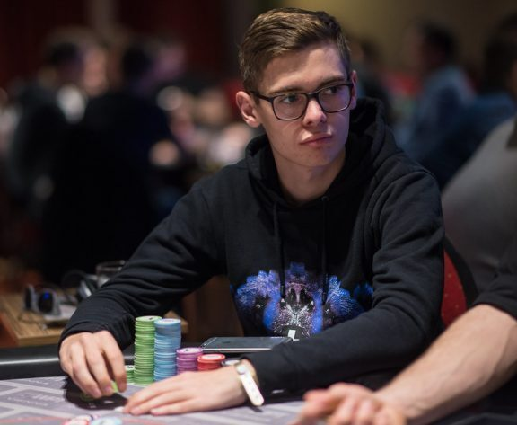 Fedor Holz Draws First Blood Against Wiktor ?Limitless? Malinowski