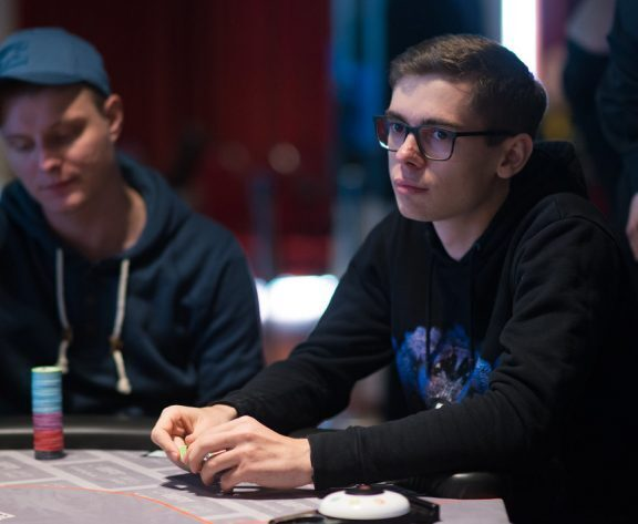 Fedor Holz Wins Heads-Up Battle Against Wiktor ?limitless? Malinowski for $90,000