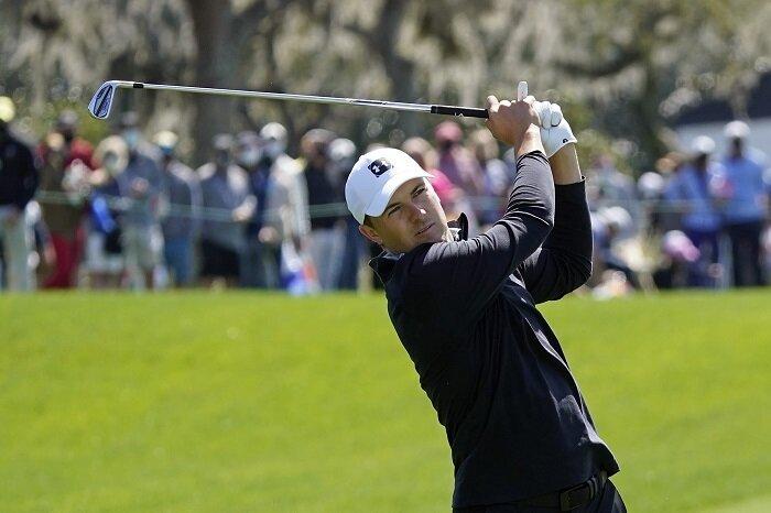 Jordan Spieth hits a golf shot