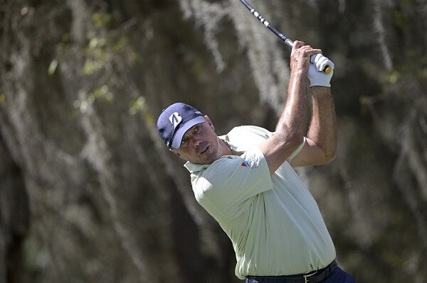 Matt Kuchar hits a golf shot