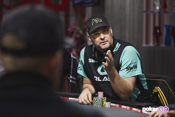 Phil Hellmuth questions a call