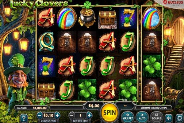 tangkapan layar dari permainan slot Lucky Clovers, menampilkan enam gulungan dengan berbagai simbol bertema Irlandia cerah, kontrol di bagian bawah dan leprechaun Irlandia di sisi kiri.