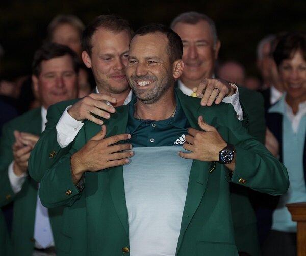 Danny Willett puts the Green Jacket on Sergio Garcia