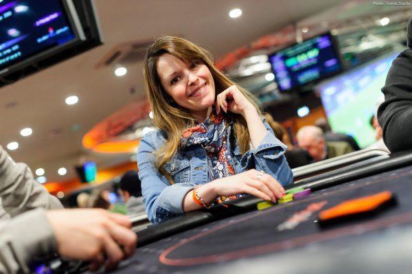 maria constanza lampropulos playing poker