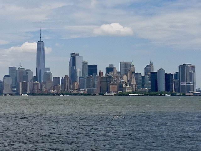 https://www.gambleonline.co/app/uploads/2021/04/640px-New_York_City_from_Liberty_Island-1.jpg