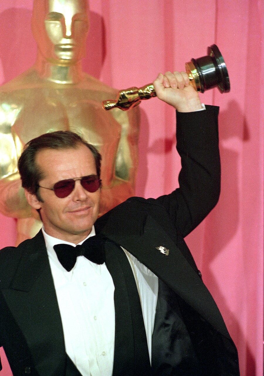 jack nicholson wearing sunglasses lifting oscar in air for One Flew Over the Cuckoo's Nest