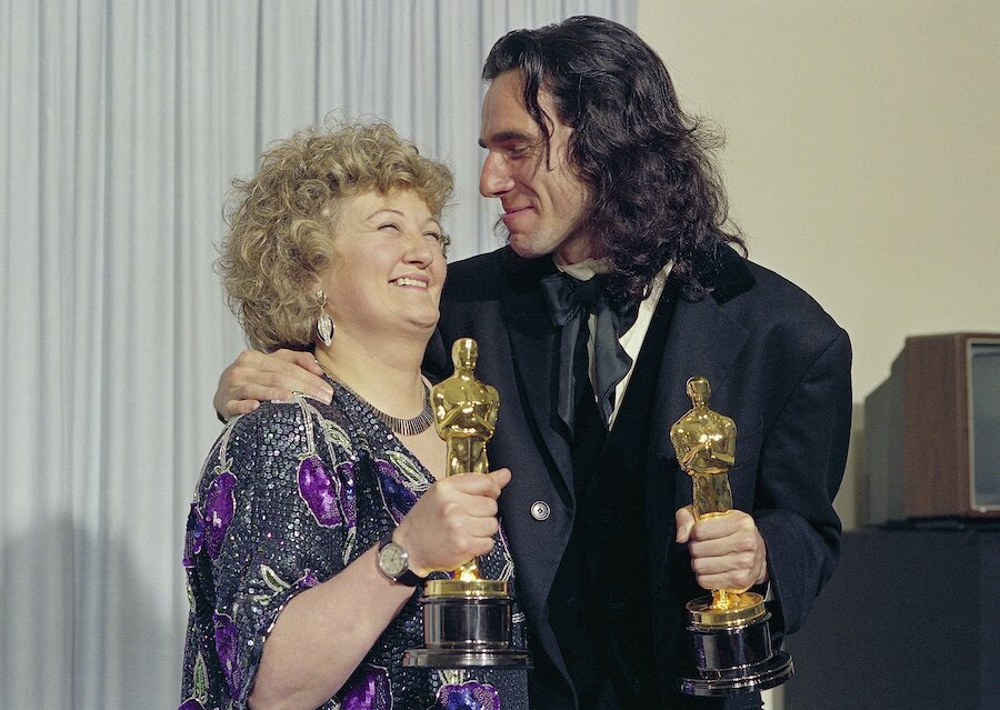 Daniel Day Lewis and Brenda Fricker with oscars for my left foot (1989) 62nd Annual Academy Awards