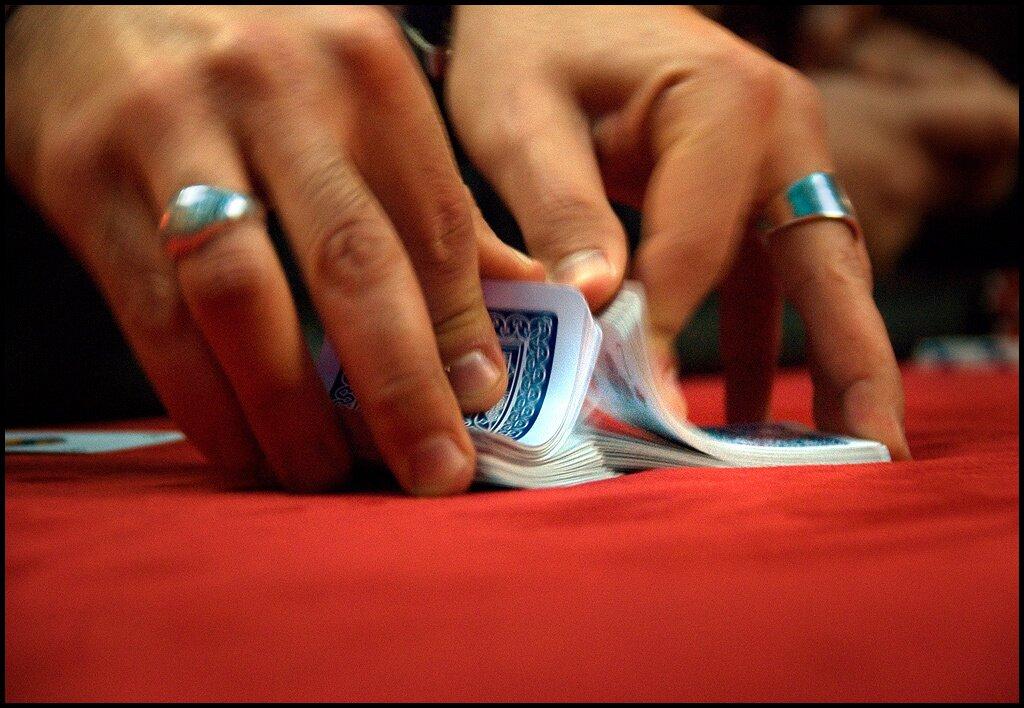 https://www.gambleonline.co/app/uploads/2021/04/Cards-shuffle.jpg
