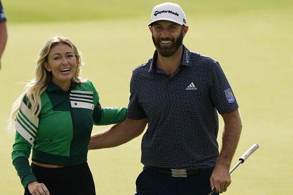 Dustin Johnson dan Paulina Gretzky merayakan kemenangan Masternya