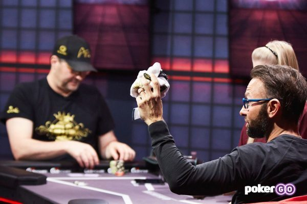 Negreanu Throws in Hellmuth's Towel