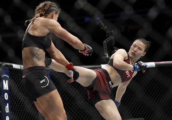 Zhang Weili kicks Tecia Torres