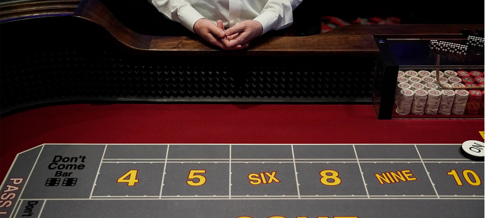 https://www.gambleonline.co/app/uploads/2021/04/casino-dealer-1.jpg