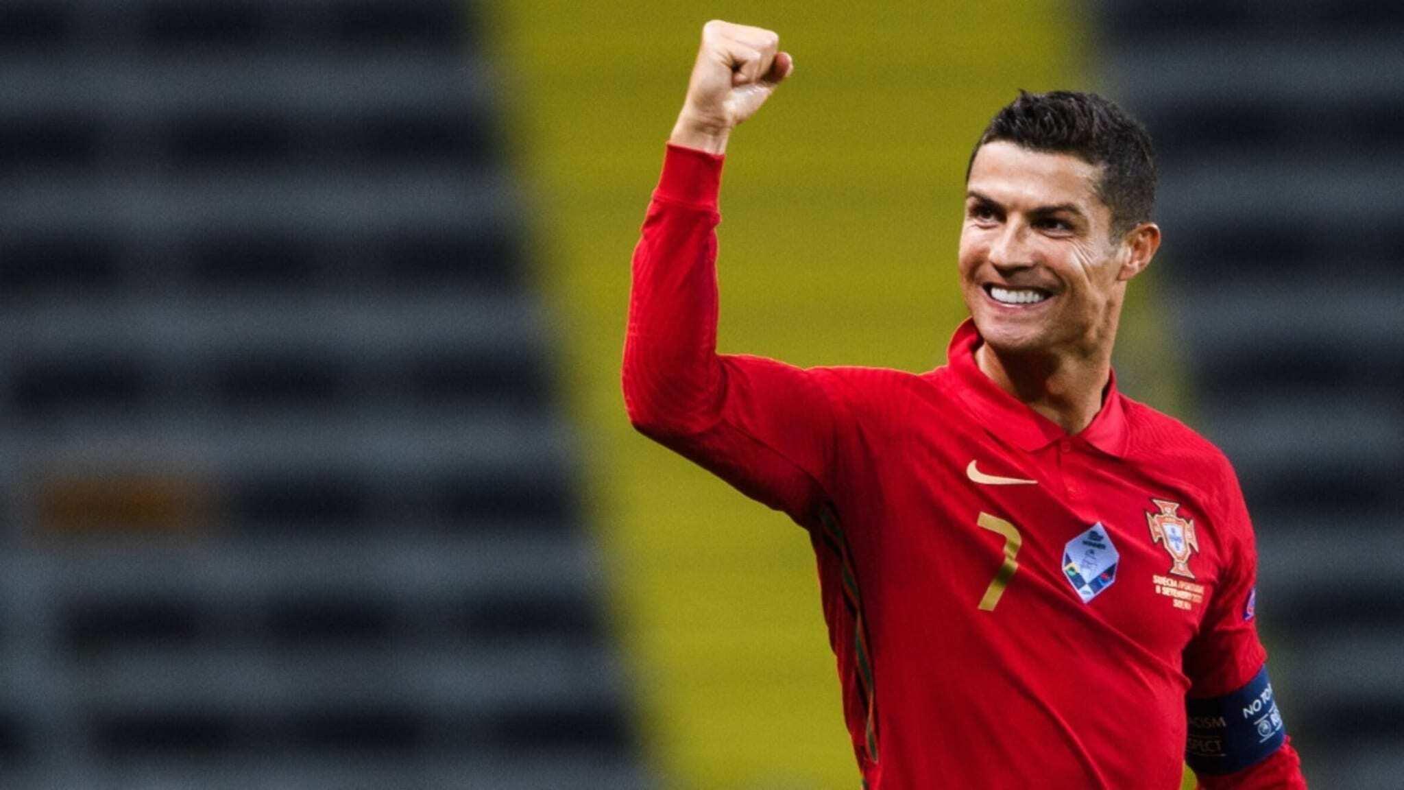 Cristiano Ronaldo arm up