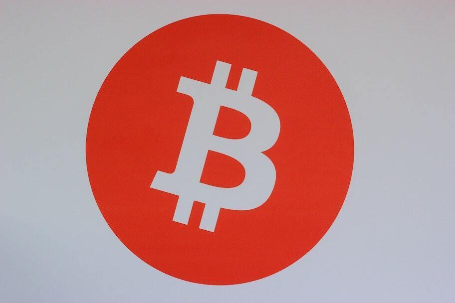 simbol bitcoin oranye