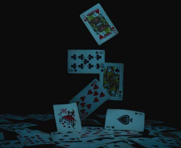 5 Ways Online Casinos Help Problem Gamblers