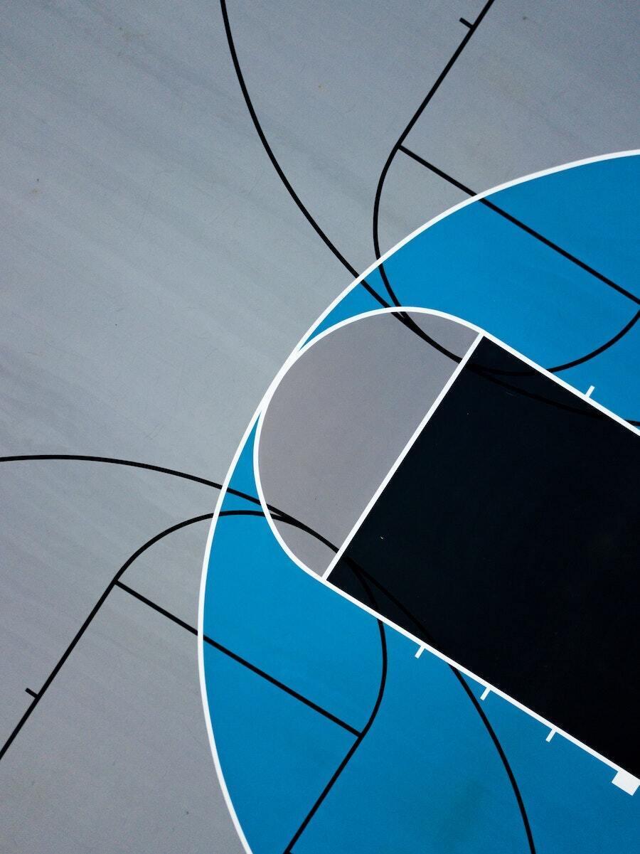 lapangan basket biru dan hitam